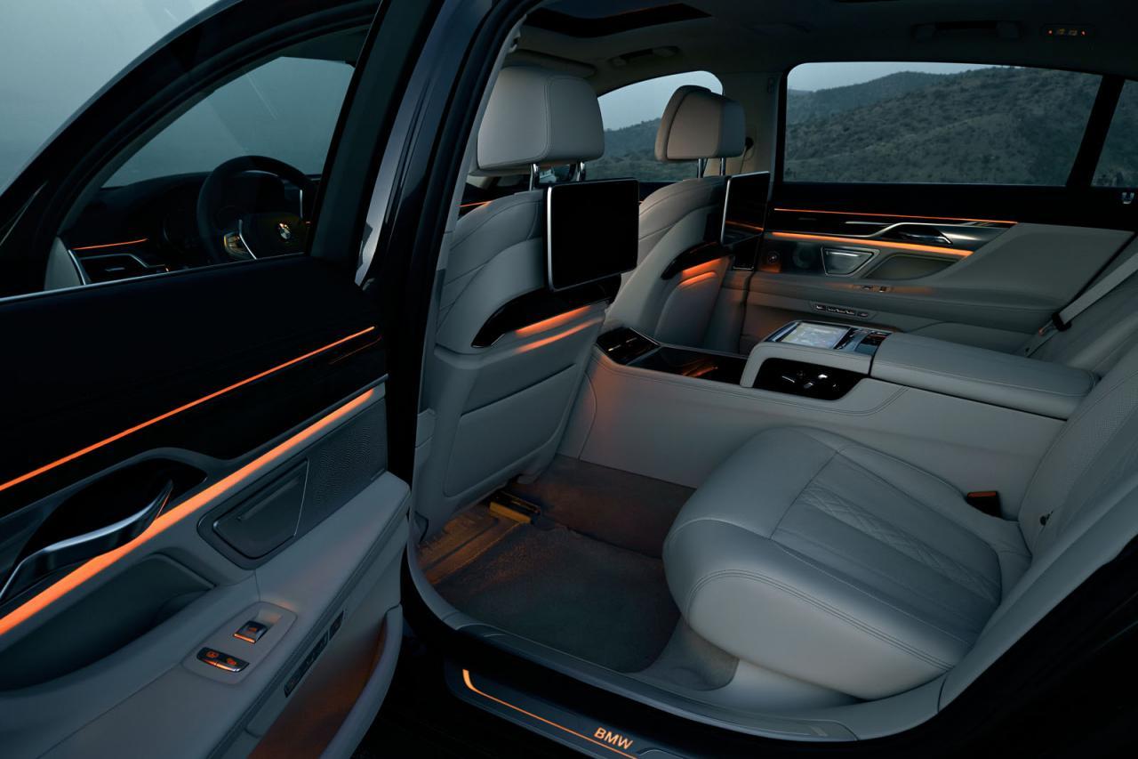 BMW 7-Series 2016 интерьер/ interior rear / сзади