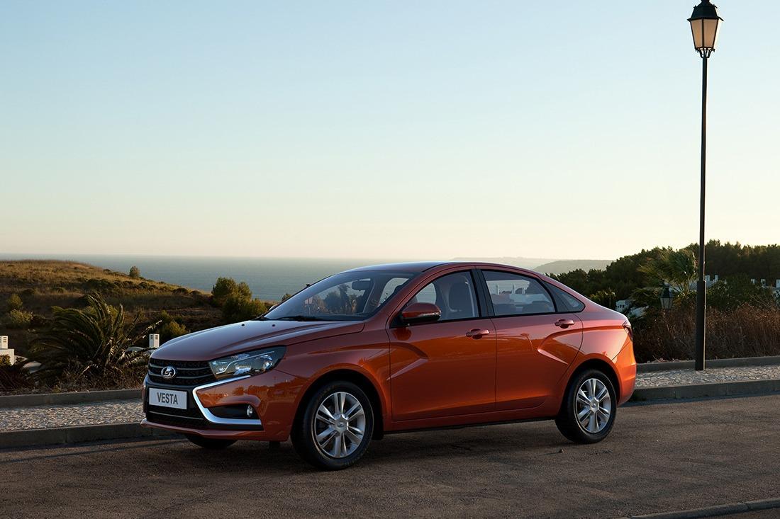 Популярность Lada Vesta и Xray продолжает расти
