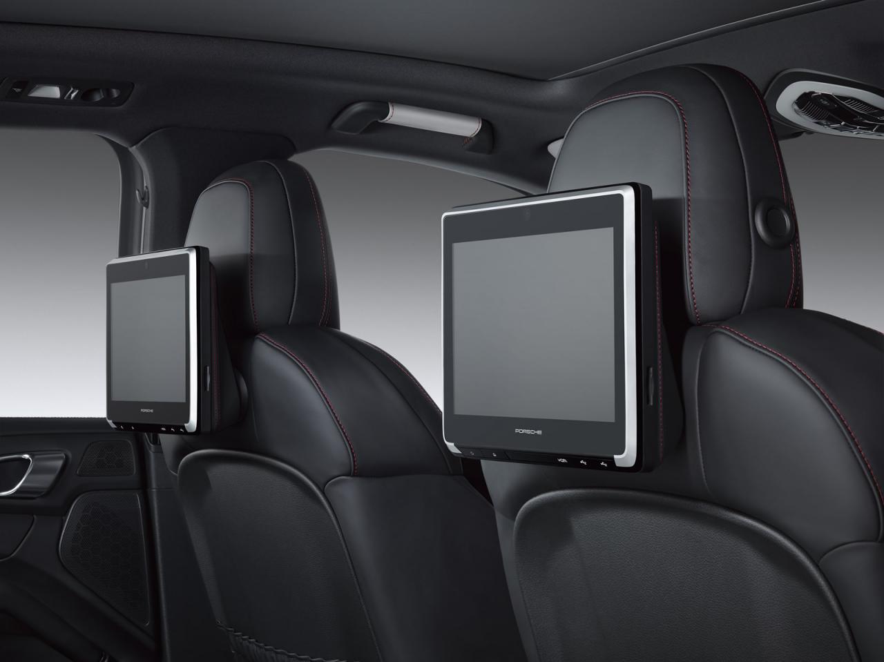 Porsche Exclusive подготовил развлекательную систему для задних пассажиров Macan, Cayenne и Panamera