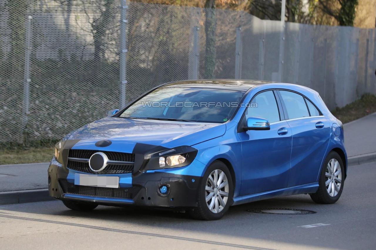 Появились шпионские фото Mercedes-Benz A-Class в минимальном камуфляже