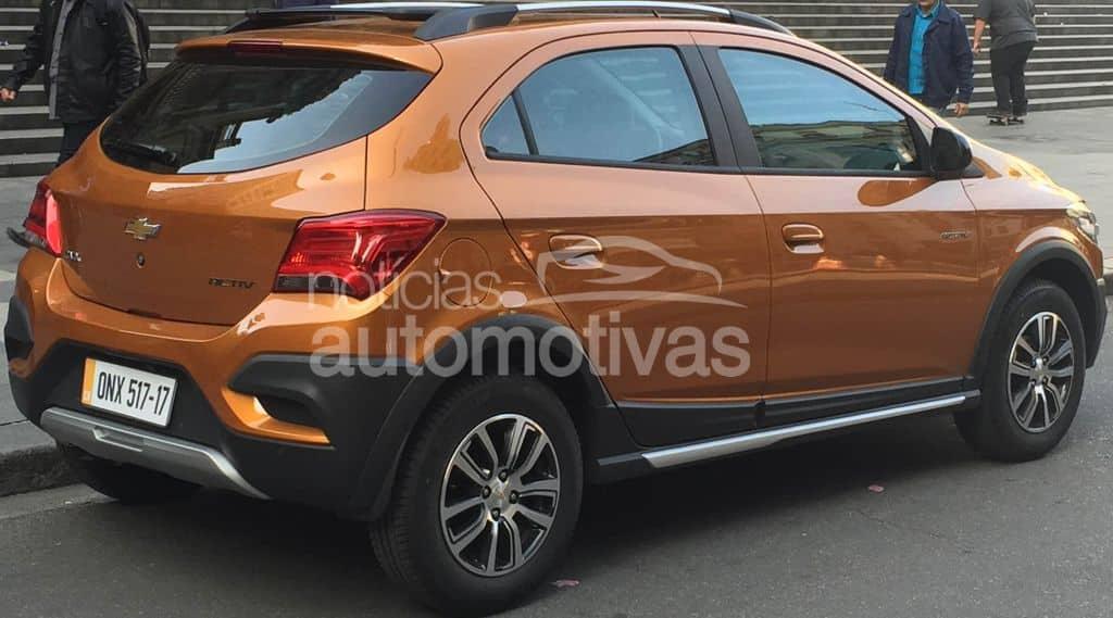 Chevrolet Onix Activ 2017 шпионское фото