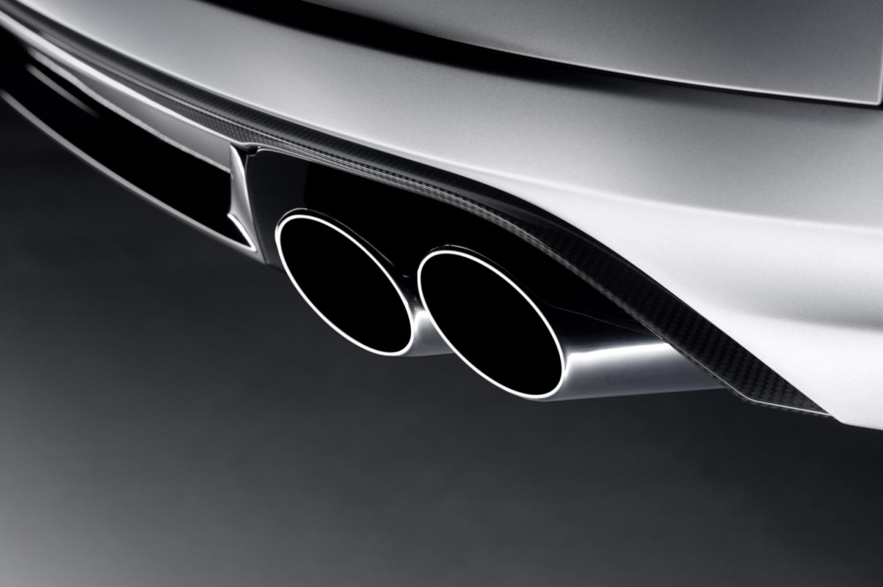 Audi S8 Plus exhaust tips