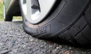 Что делать, если в дороге пробило колесо